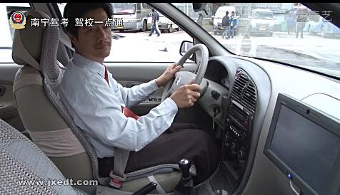 起步、路口右转弯(视频)