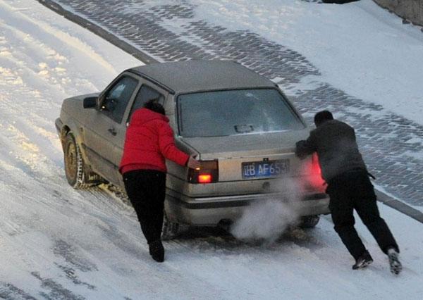 大雪天驾驶技巧