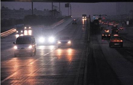 夜间行车如何正确的使用灯光?