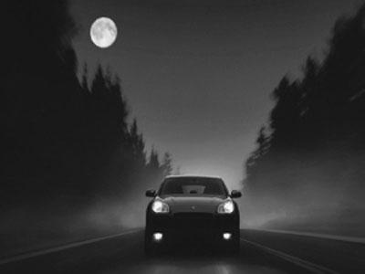 夜间开车靠马路颜色辨别路段