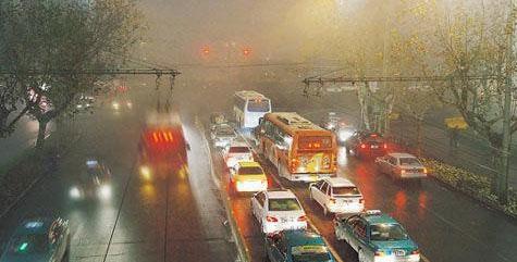 雨雪雾天夜行车注意事项