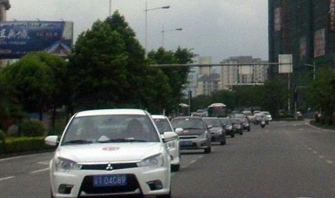城市道路应该怎么省油