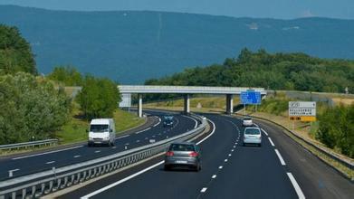 高速公里长途安全驾驶注意事项