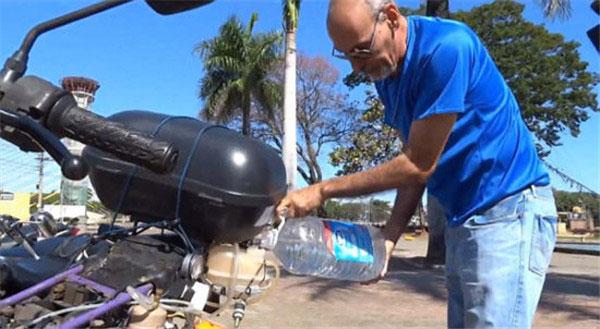 巴西公务员研发用水作燃料的摩托车,1升水跑500公里