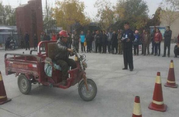 尉犁县车管所开展摩托车下乡考驾驶证