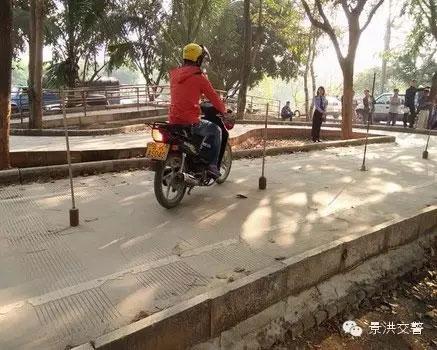 景洪交警大队车管所加强摩托车考试工作--(3)
