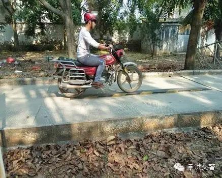 景洪交警大队车管所加强摩托车考试工作--(4)