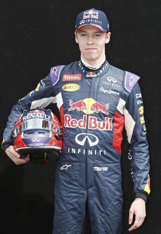 俄罗斯F1车手去车管所考普通驾照 看呆众宝宝