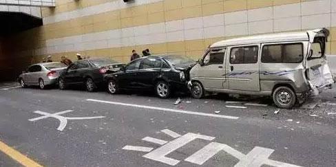 方向盘失灵、车辆爆胎、自燃、开车时遇到紧急情况的应对策略