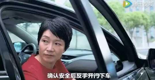 你知道车门应该怎么开吗?-左手开右车门、右手开左车门的秘密