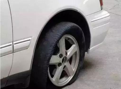 汽车爆胎各种情况的安全驾驶要点
