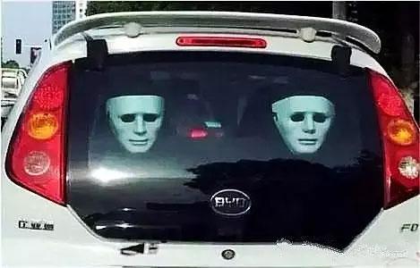 后座安上恐怖面具,吓死开远光的