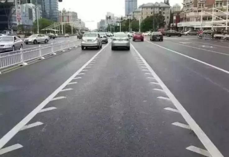 可变导向车道