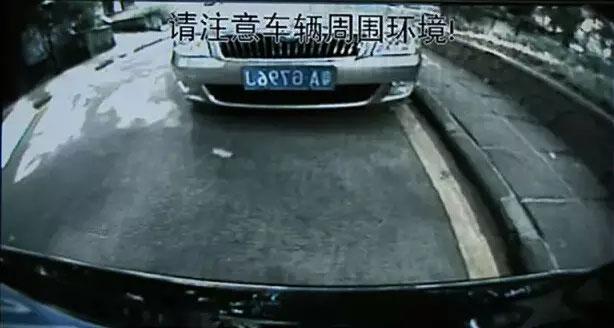 如果有倒车影像,与后车的距离就更好判定一些