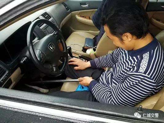 开车新技能get-用钢管钢管禁止刹车油门的雷倒交警蜀黍-(3)