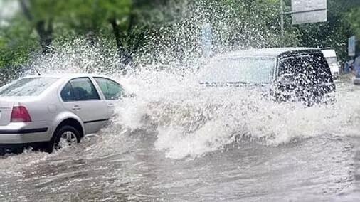 让夏季暴雨天开车更安全的四大注意事项