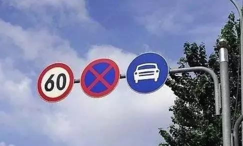 在没有限速标志、标线的道路上小汽车限速规定