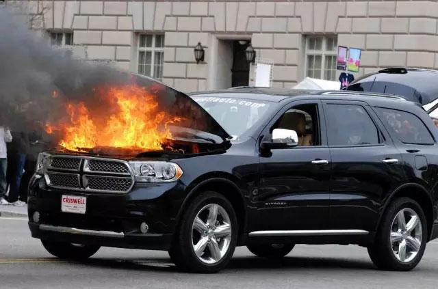 落叶可能导致车辆被引燃