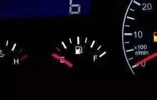 油表刻度时快时慢