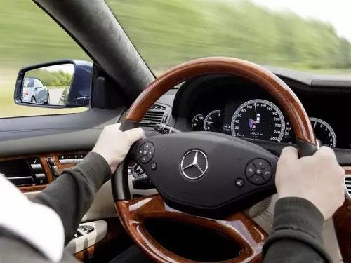 当汽车行驶速度超过100km/h时候 车上哪些功能会失效?