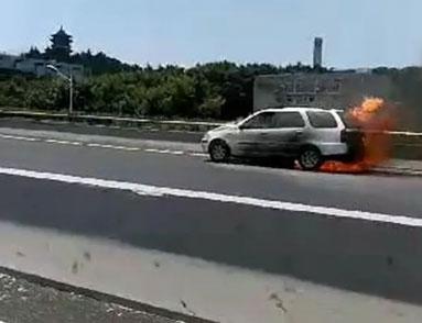 夏天汽车驾驶容易自燃 掌握这些技巧能让你活命!