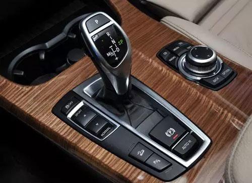 D挡换S挡的区别-换挡要不要踩刹车、减速