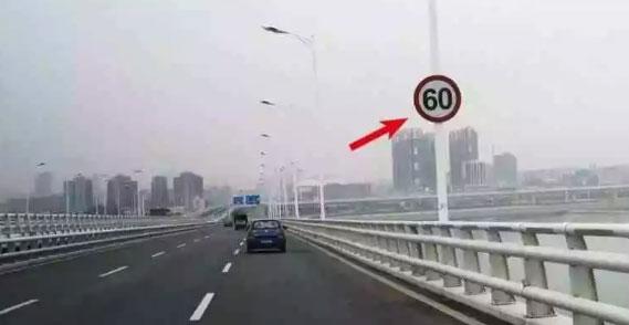 在国道、省道上,如果出现限速标志,那么前方就可能设有测速点