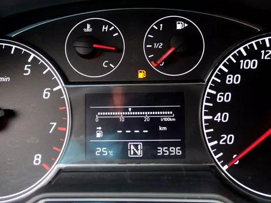 油表灯亮了汽车驾驶技巧:避免过快或过慢