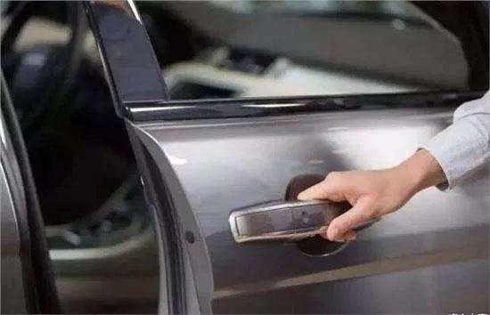 关车门也是技术哦 暴力关车门的危害与正确的关车门详解