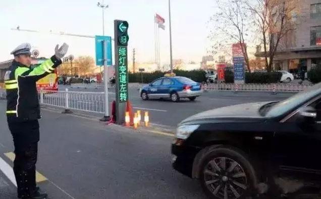 汽车借道左转是什么鬼?汽车借道左转标示应该怎么走?